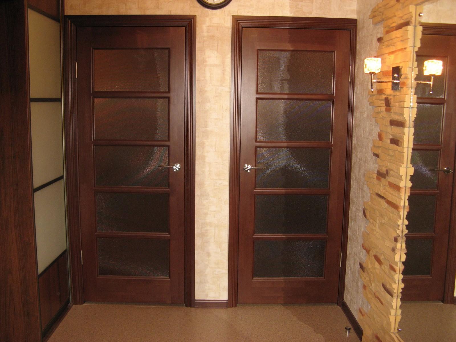 Установка межкомнатных дверей из массива своими руками